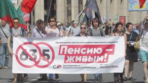 Demonstration mot pensionsåldershöjning i Moskva.