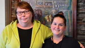 Tamara Fredlund-Vuori och Barbro Lundström från Hindhår i Borgå.