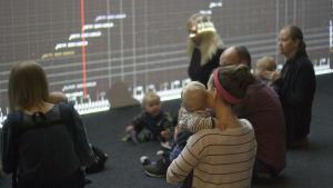 Babyvisning på Bildmuseet i Umeå.