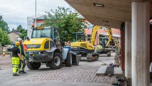 Grävmaskiner och byggkarlar