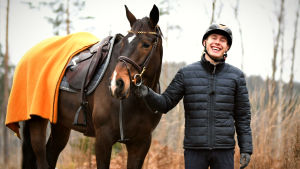 Ryttaren John Antell med hästen Bella.