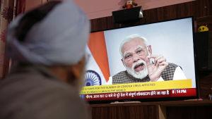 Narendra Modi höll ett tv-tal om nya karantänbestämmelser i Indien.