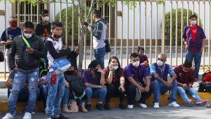 Fabriksarbetare strejkar i protest mot bristen på skyddsåtgärder mot covi-19-smitta utanför Electrocomponentes i Ciudad Juarez nära gränsen mot USA, 20.4.2020
