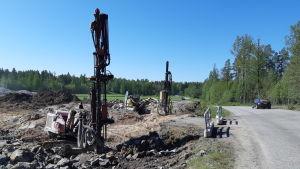 Grävmaskiner på Ingåport som byggs för företagare.