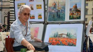 Annarita Fortunato är en av stadens konstnärer som efter tre månader åter ställer ut sina verk.