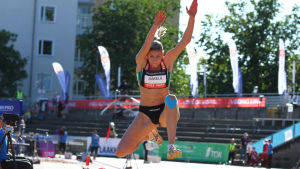Kristiina Mäkelä avslutade säsongen med att vinna FM-guld i Kalevaspelen i Åbo.