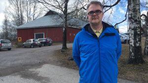 Lövöbon Johan Storgårds är bestört över planerna på att höja tomthyrorna på Lövö.