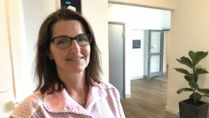 Porträtt på Erica Finnerman, handläggare på Universitets- och högskolerådet UHR i Sverige.