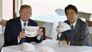 Donald Trump och hans värd, premiärminister Shinzo Abe åt lunch och spelade golf tillsammans på söndagen.