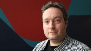 Carl Magnus Dumell är internetsakkunnig på Yle.