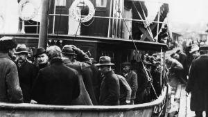 Röda fångar transporteras till Sveaborg i maj 1918.