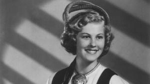 Miss Universum Armi Kuusela Sotainvaliidien Veljesliiton postikortissa 1953