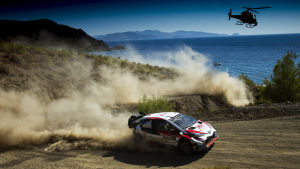 Jari-Matti Latvala kör rally.