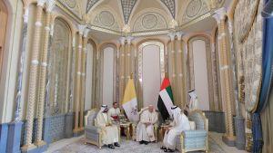 Påven träffar Dubais ledare shejk Mohammed bin Rashid Al-Maktoum och Abu Dhabis kronprins Mohammed bin Zayed al-Nahyan