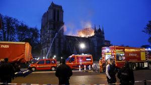 Eldsvåda vid Notre-Dame i Paris.