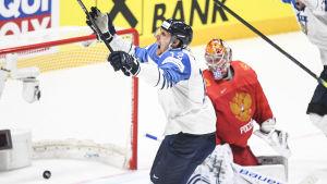 Marko Anttila firar mål.
