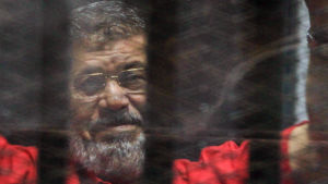 Mohammed Mursi under en domstolsförhandling i Kairo i juni 2016.