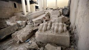 En bild inifrån Mosuls museum efter att IS förstört flera antika statyer.