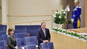 Sveriges vicestatsminister Isabella Lövin och statsminister Stefan Löfven under en minnesstund i riksdagen för covid-19-offer