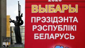 En affisch som för reklam för det kommande presidentvalet i Belarus