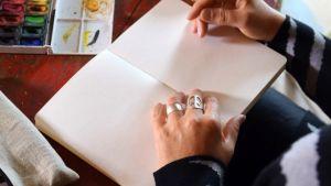 Kädet ja kirja