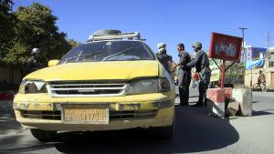Den här bilden togs vid en vägspärr i staden Ghazni den 26 oktober, dagen efter att al-Qaida-ledaren Muhsin al-Masri dödades i Ghazni.