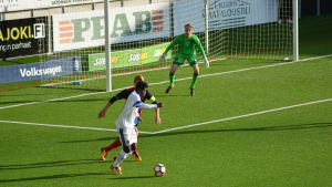 Serge Atakayi med bollen