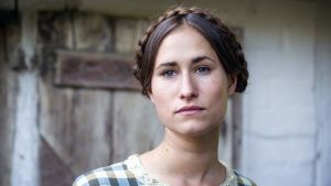 Rosalinde Mynster som Fie i dramaserien Badhotellet.