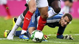 Manuel Neuer är fotbollsmålvakt.