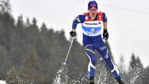 Perttu Hyvärinen åker på den sista etappen i VM-stafetten.