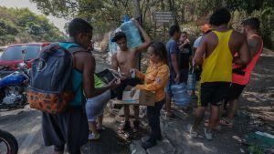 Över 94 procent av befolkningen i oljerika Venezuela lever i fattigdom och nu lider man också av akut brist på rent vatten på grund av landsomfattande elavbrott