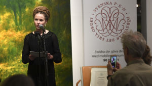 Amanda Lind, Sveriges kulturminister, presenterar ett yttrandefrihetspris som den Svenska PEN-föreningen ger åt den fängslade svenska bokförläggaren Gui Minhai, 15.11.2019.