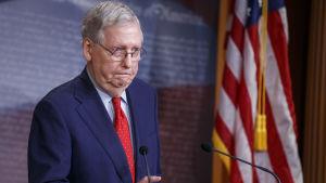 Senatens republikanska majoritetsledare Mitch McConnell säger att han inte vill diskutera direkt stöd till vare sig arbetslösa eller delstater som är i svårigheter.