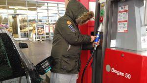 Tankning av biogas i Sverige.