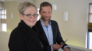 Nordeas kontorschef Maj-Lis Silén och regionchef Miikka Salminen tror på digital service.