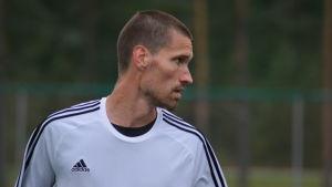 Henri Myntti spelar mittback i KPV.