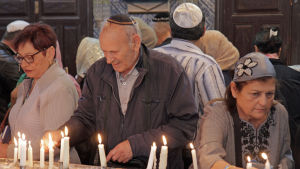 Judiska pilgrimer i El Ghribasynagogan på Djerba under Lag Baomer 2018.