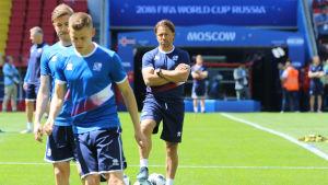 Islänningarna tränar på stadion i Moskva.