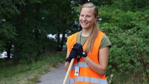 Anna-Maria Märsynaho hjälper ordna talko.