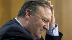 USA:s utrikesminister Mike Pompeo under förhöret i senatens utrikesutskott.