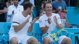 Henri Kontinen och John Peers spelar tennis.