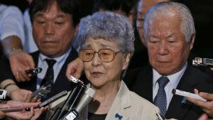 Den kidnappade Megumi Yokotas mamma intervjuas, pappa  bakgrunden