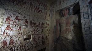 En bild från insidan av en gravkammare.
