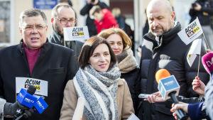 Det EU-vänliga oppositionsblocket ACUM:s ledare Maia Sandu anklagar regeringen och separatister i utbrytarregionen Transnistrien för massivt valfusk