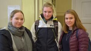 Fanny, Mia och Emma från Lovisanejdens högstadium.