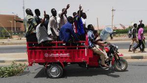 Jublande sudaneser i Khartoum 11.4.2019