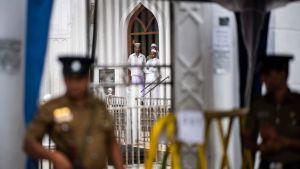 Muslimer vid en moské under fredagsbönen i Colombo 26.4.2019