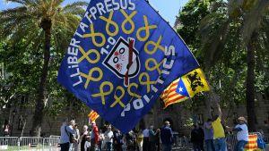 """""""Befria politiska fångar"""" är budskapet från demonstranter i Barcelona 15.5.2019"""