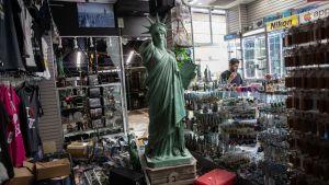 En vandaliserad souveniraffär nära Times Square i New York.