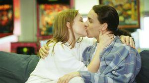 Kyss mellan Nina Sederlöf och Jesse Kamras i Full House, 1996